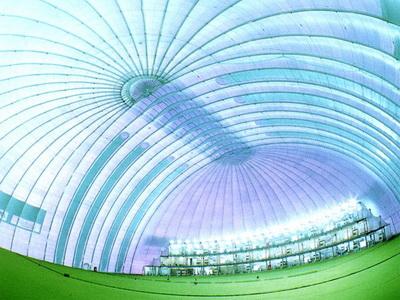 充气膜建筑的基础处理简单,更出色的通风效果能让参展者在室内活动时也和室外相同